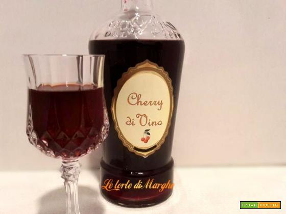 Liquore allo cherry fatto con vino rosso