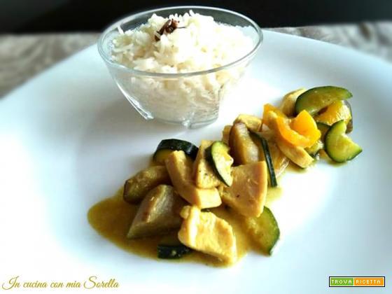 Bocconcini di pollo e verdure al curry con riso basmati