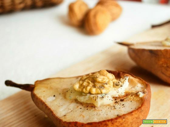 Pere al forno con cuore di gorgonzola, miele e noci