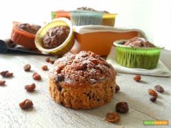 Vegan muffin integrali con uvetta e carota bicolore