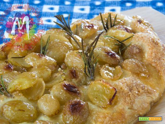 Calzone dolce con uva bianca e caramello all'olio Extravergine novello e rosmarino