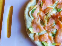 Pizza Avocado Provola e Salmone