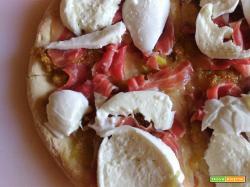 Pizza fichi, prosciutto crudo, bufala