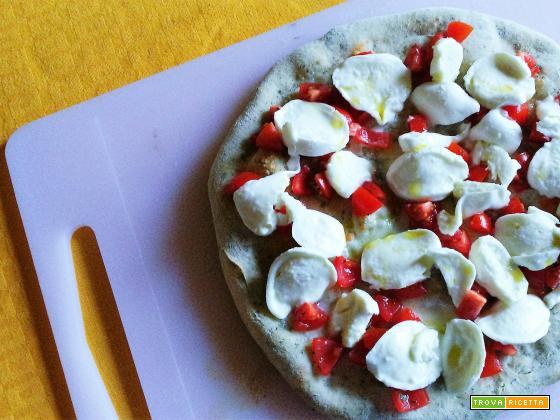 Pizza con impasto al basilico