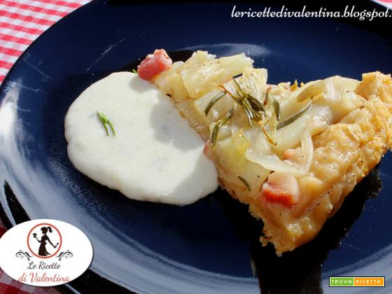 Tarte tatin di belga e pancetta affumicata con salsa al gorgonzola