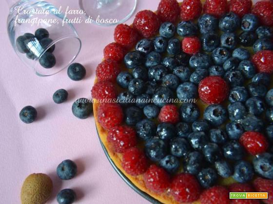 Crostata farro,frangipane,frutti di bosco