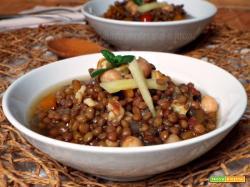 Zuppa di lenticchie e ceci speziata allo zenzero