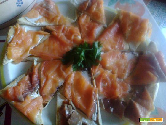 Crostoni salmone, robiola