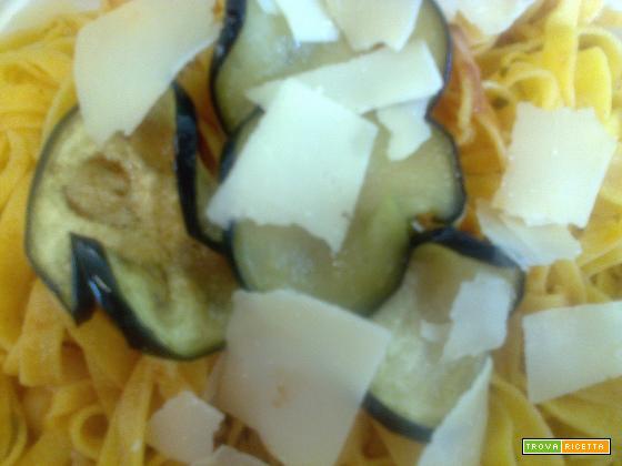 Tagliatelle con melanzane e grana