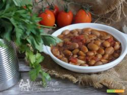 Zuppa di fagioli borlotti semplice densa e cremosa con pomodoro