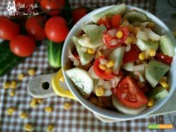 Insalata di cetrioli pomodoro e mais
