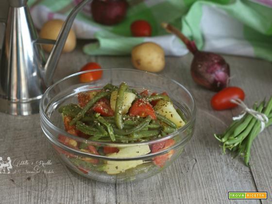 Insalata di fagiolini e patate con pomodoro e cipolla