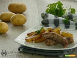 Salsiccia e patate cotte in forno