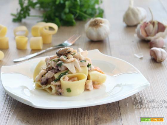 Spaghetti all' aglio e frutti di mare
