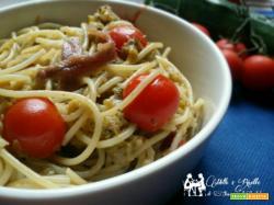 Spaghetti con alici zucchine e pomodorino