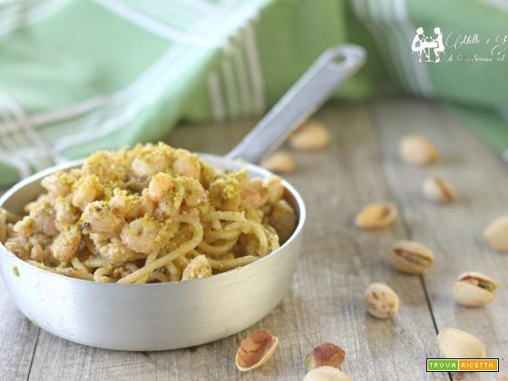 Spaghetti con gambero e granella di piastacchio