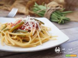 Spaghetti con fagiolini e pomodoro