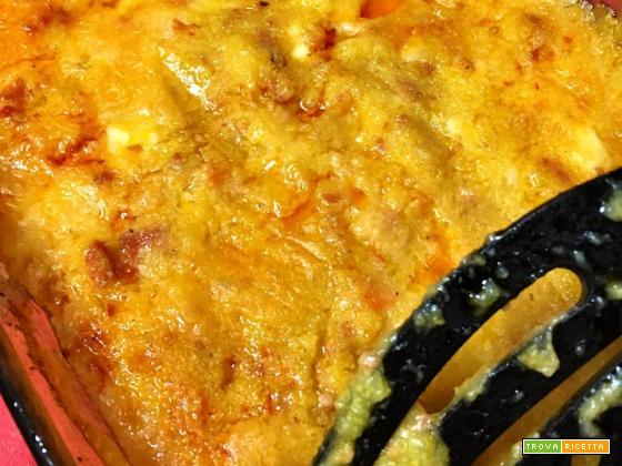 Polenta pasticciata con salsiccia e scamorza - Ricettte in forno