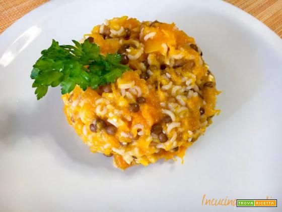 Riso basmati integrale con lenticchie, zucca e feta, un piatto leggero e bilanciato