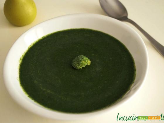 Zuppa piccante con broccoli, spinaci e limone saporitissima