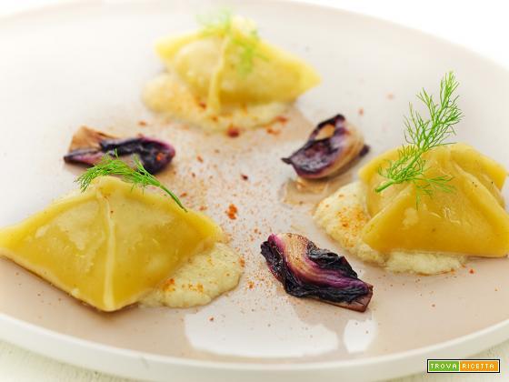 ravioli con salsa di finocchio e radicchio marinato