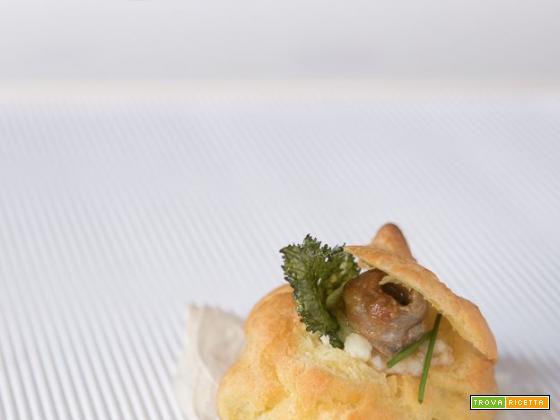 Bignè con crema di baccalà alici in salsa piccante