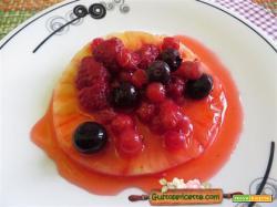 Ananas ai frutti di bosco
