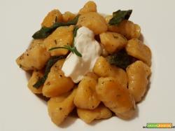 Gnocchi con zucca, patate e crescenza