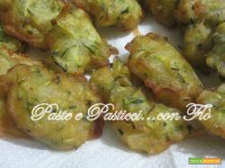 Frittelle di zucchine pastellate.