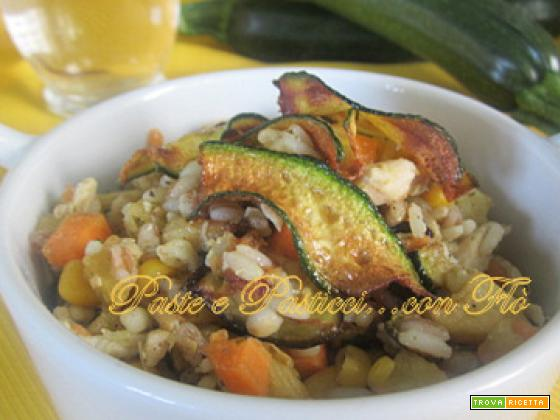 Insalata di cereali con pollo arrosto e verdurine