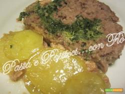 Polpettone con spinaci su letto di patate
