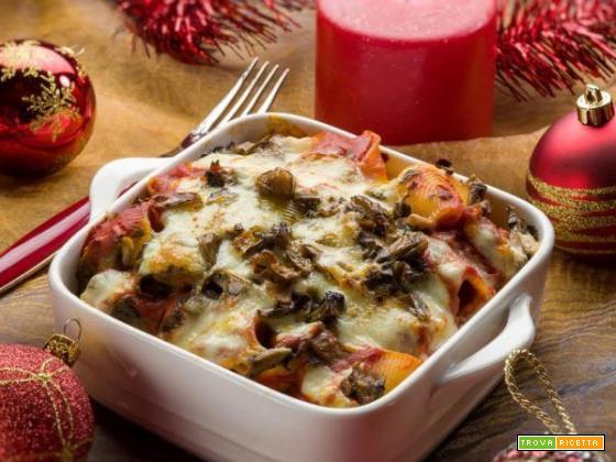 Un primo piatto delizioso e speciale? Ecco i lumaconi al forno con funghi e mozzarella!