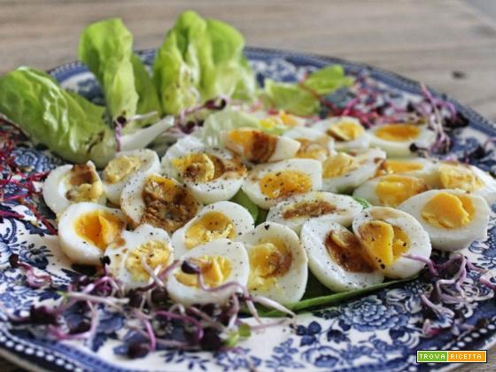Antipasto leggero con le uova di quaglia