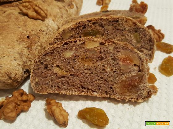 Pane tipo Valdostano con fichi, noci e uvetta, a modo mio