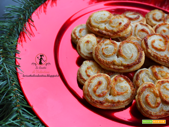 Ventaglietti di pasta sfoglia con grana e noci, idea per le Feste
