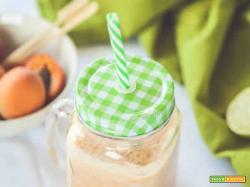 Frullato con latte di mandorle e albicocche: il connubio perfetto tra dolcezza e salute