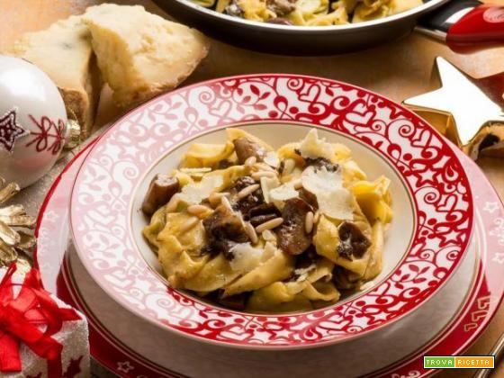 Ravioli ai porcini con Castelmagno e pinoli: un primo piatto per coccolarsi nelle giornate più fredde