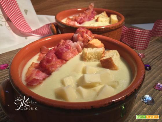 Vellutata di zucchine, caciocavallo e bacon croccante