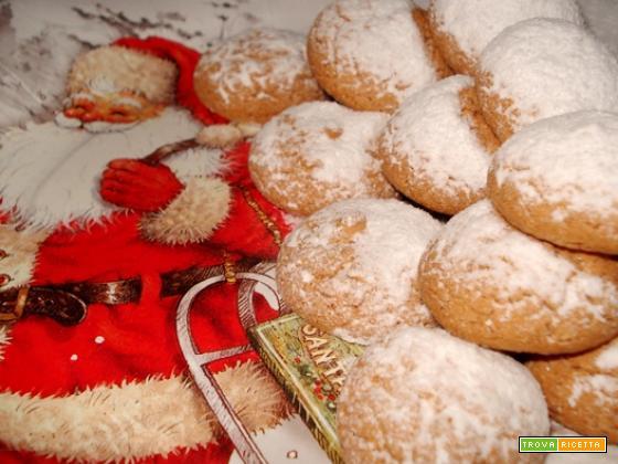 Amaretti innevati di Babbo Natale