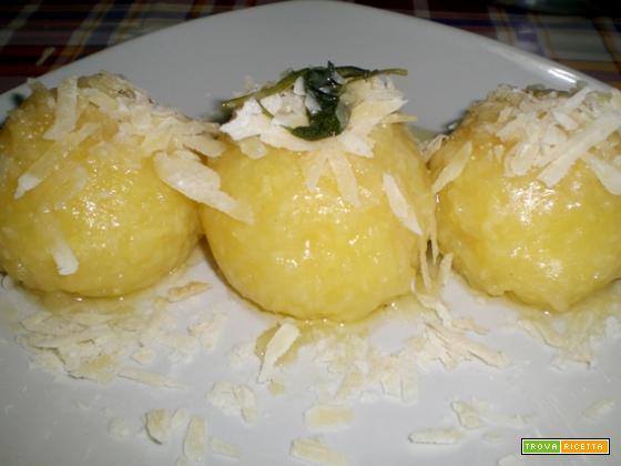 Canederli di patate al burro e salvia