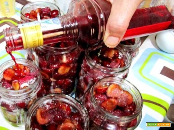 Ciliegie allo cherry sotto vetro