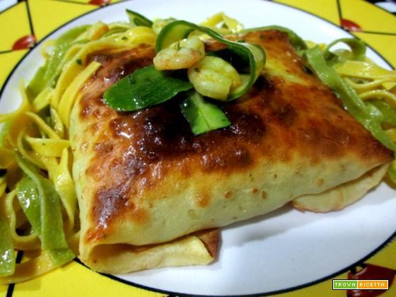 Fagottini paglia e fieno con gamberi e zucchine