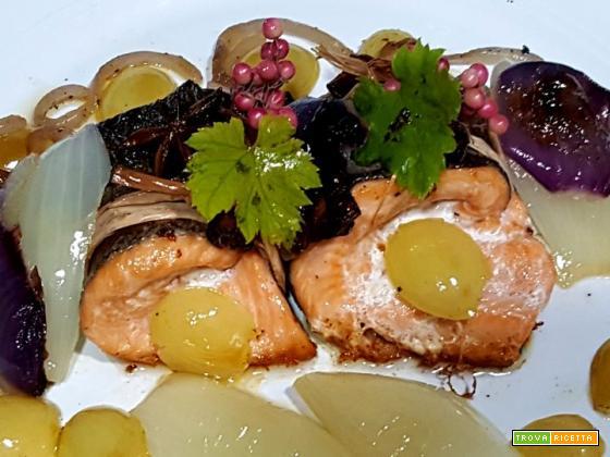 Filetti di trota salmonata alle spezie e uva