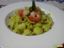 Orecchiette fatte in casa all'avocado e gamberi