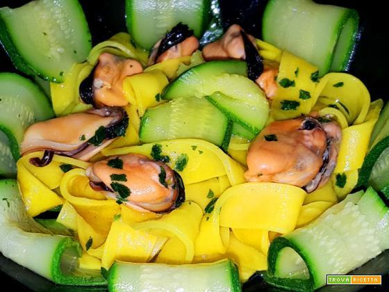 Pappardelle con cozze e zucchine