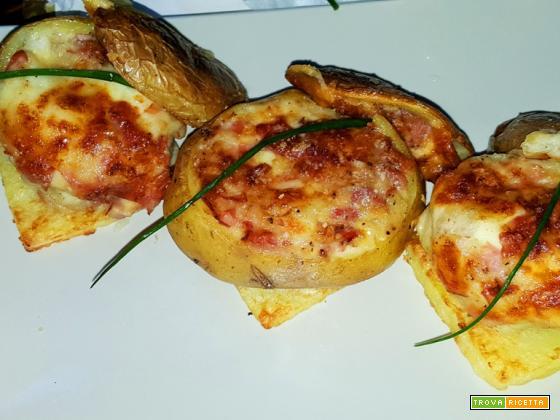 Patate al forno ripiene con mozzarella e pancetta