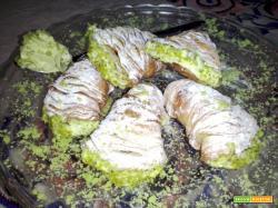 Sfogliatelle napoletane con crema al pistacchio
