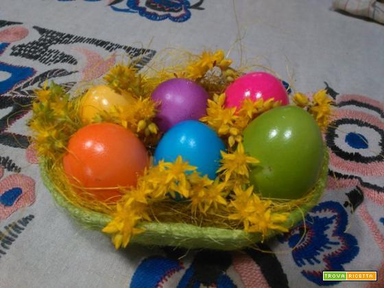 Uova sode colorate di Pasqua