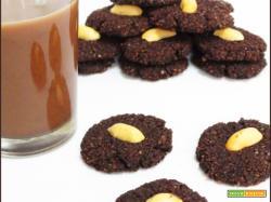 Biscotti Snickers con Okara di Arachidi e Cioccolato