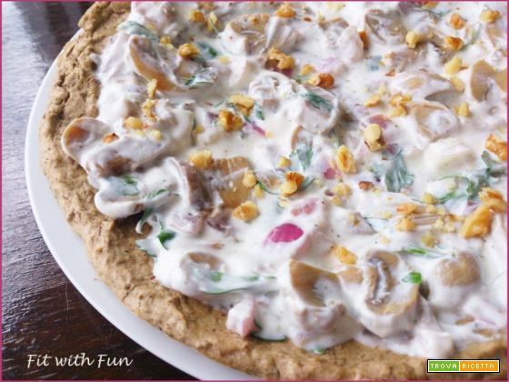 Pizza di Lenticchie con Yogurt Greco Funghi e Noci